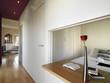 moderna camera da letto con vista sul soggiorno