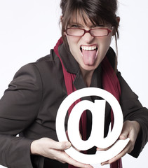 Femme écoeuré par internet