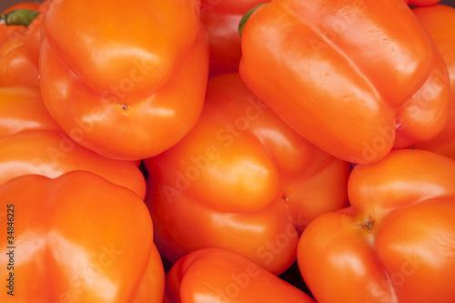 Poivrons oranges au marché
