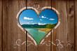 blick durch ein Herz auf eine bayerische Landschaft mit See