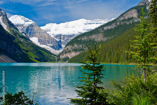 lake louise shoreline