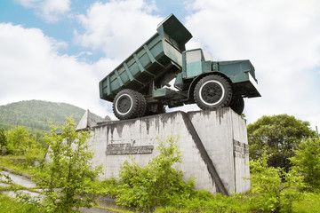Twenty-five-ton truck