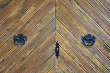 Puerta antigua de madera en Valldemossa, Mallorca