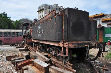 vecchio treno per il trasporto di canna da zucchero a cuba