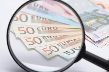 Euro unter die Lupe nehmen