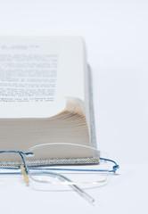 pages cornées d'un livre