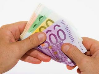 mani che contano banconote