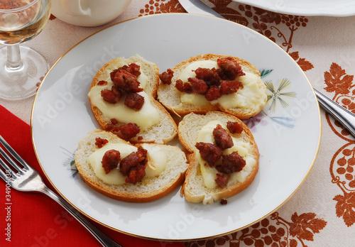 Bocadillos de queso y salchicha