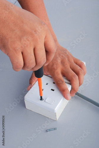 Repair of the electric socket