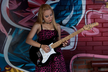 Blonde grl with electric guitar
