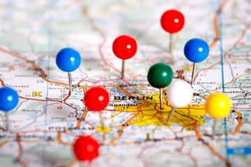 Segnapunti su carta geografica