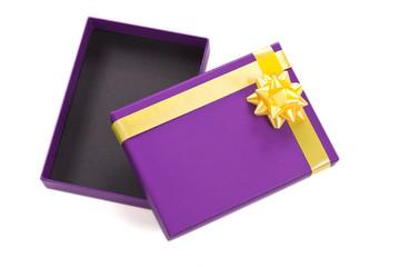 caja de regalo abierta y vacía