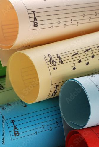 spartiti musicali colorati - quattro