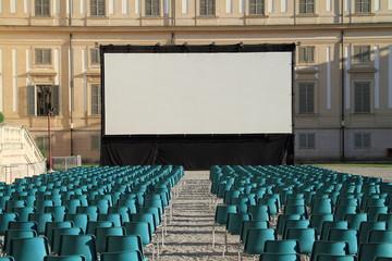 Platea e schermo gigante, Villa Reale