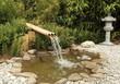 fontaine en bambous sur bassin aquatique de jardin
