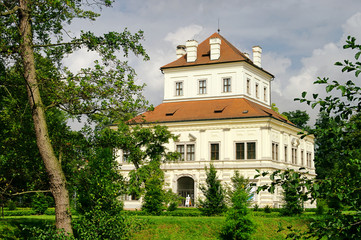 Ostrov Weisses Schloss - Ostrov white palace 01