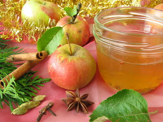 Apfelgelee mit weihnachtlichen Gewürzen
