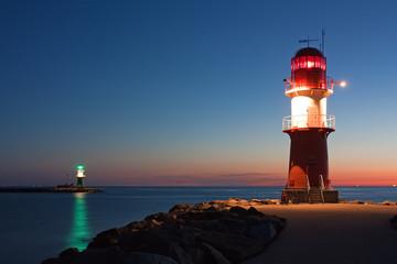 Leuchttürme bei Nacht an der Ostsee, Hafeneinfahrt Warnemünde