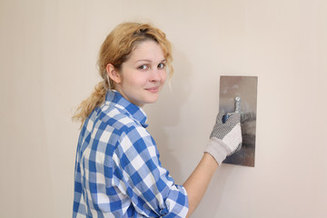 Young girl with trowel