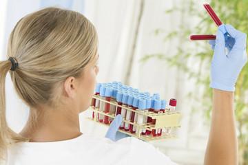 Technicienne de laboratoire d'analyses médicales