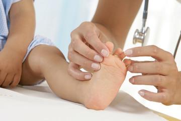 Pédiatrie - examen des pieds