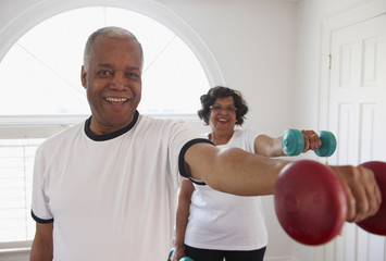 Black couple using hand weights