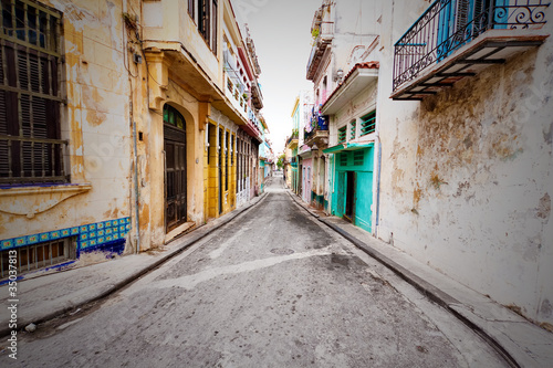 Shabby steet in Old Havana - 35037813