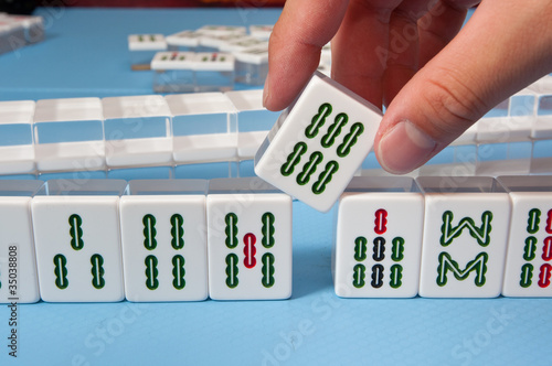 touch a mahjong tiles