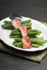Green beans wrapped in bacon