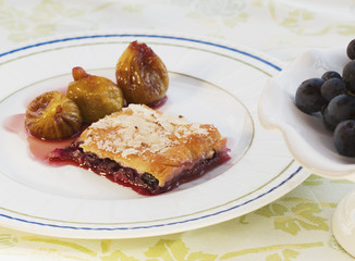 Crostata of fresh grapes with stewed figs