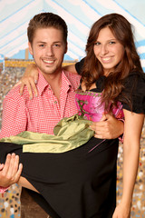 Paar auf dem Oktoberfest