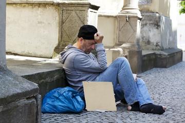 Arbeitsloser Bettler ist Obdachlos