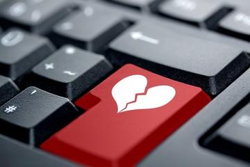 gebrochenes Herz rote Taste