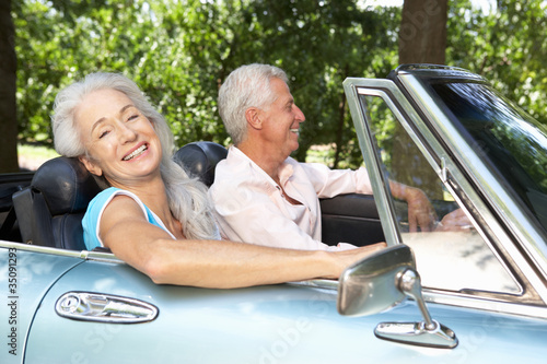 Plakat Senior couple in sports car