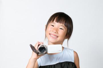 ビデオ撮影をする女の子