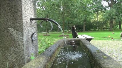 Brunnen seitlich