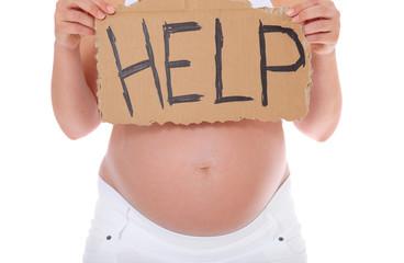 Schwangere Frau hält Schild mit der Aufschrift help
