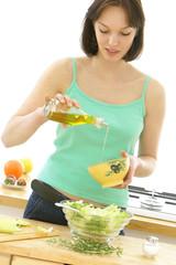 Huile d'olives - Préparation salade