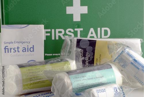 Leinwanddruck Bild first aid kit