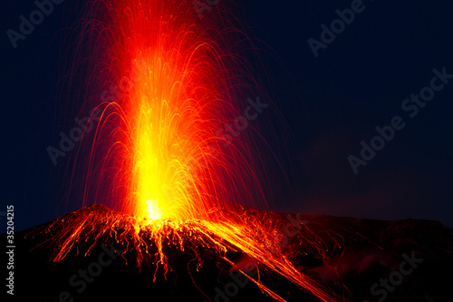 spectacular volcano eruption - 35204215