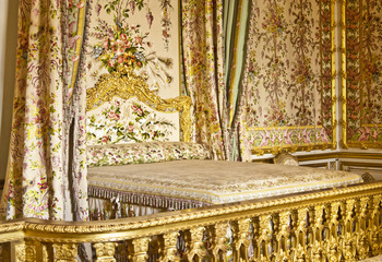 Queen bed in versailles palace
