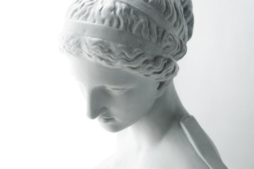 White statue of Venus