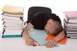 homme épuisé au travail