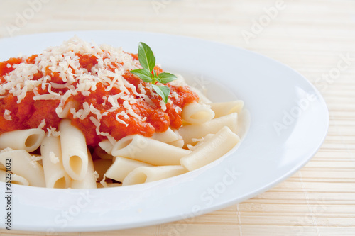 Macaroni with tomato ans cheese