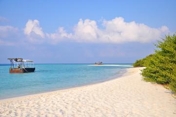 spiaggia tropicale barca