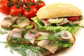 Snack mit Fisch und Dill