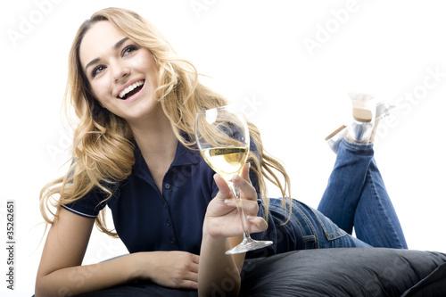 ragazza che beve