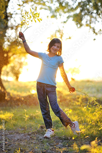 girl play against the sun