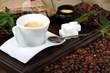 Tazzina di caffè con zucchero assortito
