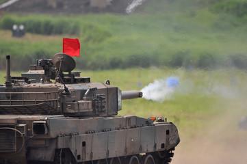 90式戦車の砲撃